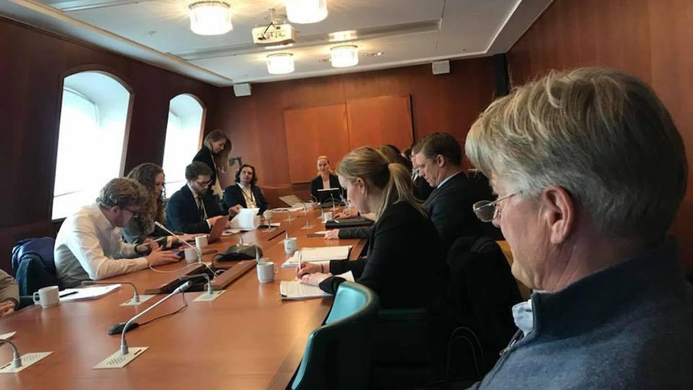 Människor i mötesrum